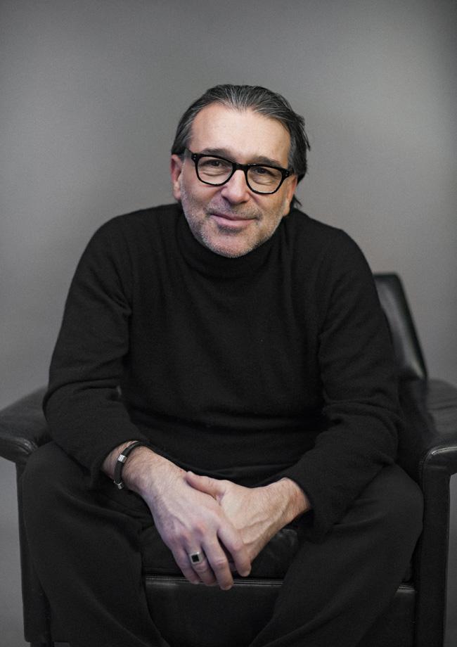 Tugsal Mogul - Theaterautor, Regisseur, Schauspieler, Arzt - Porträt